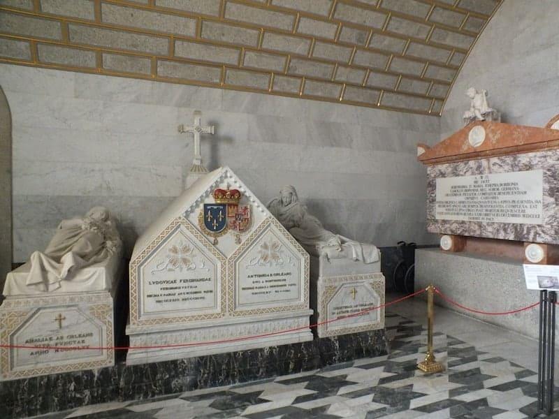 tombs in El escorial
