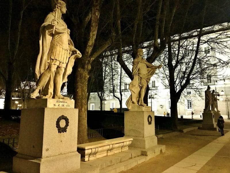 Plaza de Oriente in Madrid night tour