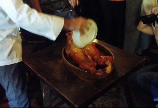 Cochinillo en el restaurante Casa Candido